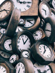 Clocks in a pile